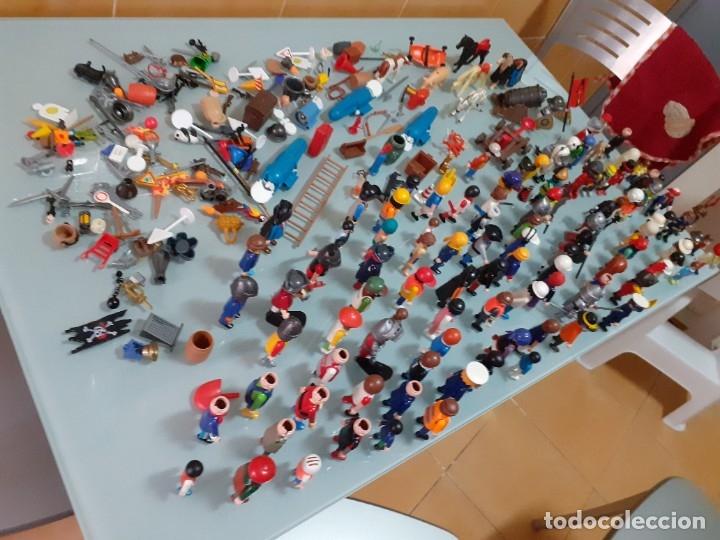 Playmobil: Lote de 105 cliks de Playmobil + complementos + animales.Distintas épocas. - Foto 2 - 178859435