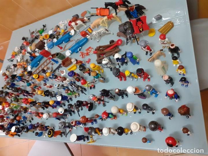 Playmobil: Lote de 105 cliks de Playmobil + complementos + animales.Distintas épocas. - Foto 3 - 178859435