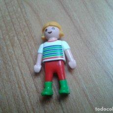 Playmobil: PLAYMOBIL -- NIÑA -- PELO RUBIO -- CAMISETA RAYAS. Lote 179951135