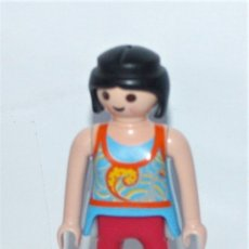Playmobil: PLAYMOBIL MEDIEVAL FIGURA MUJER MODERNA CITY. Lote 180343453