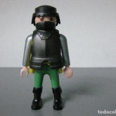Playmobil: PLAYMOBIL FIGURA MEDIEVAL CON PECHO CORAZA ARMADURA. Lote 182318972