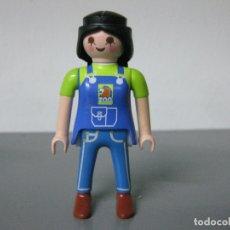Playmobil: PLAYMOBIL FIGURA CHICA CIUDAD PICHI DE TRABAJO CUADRA GRANJA JEANS. Lote 182709506