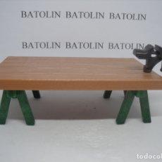 Playmobil: PLAYMOBIL MESA DE TRABAJO CON TORNILLO. Lote 182755752