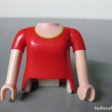 Playmobil: PLAYMOBIL CUERPO ROJO CHICA Y 2 BRAZOS RECAMBIO - PINZA NO INCLUIDA-. Lote 182910273
