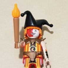 Playmobil: PLAYMOBIL FIGURA ARLEQUÍN BUFÓN DIABÓLICO MEDIEVAL NOVELMORE CON ANTORCHA CASTILLO CABALLERO SOLDADO. Lote 223202255
