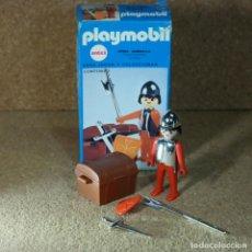 Playmobil: PLAYMOBIL 3334 COMPLETO CON CAJA, CABALLERO MEDIEVAL CON COFRE Y ARMAS CROMADAS KLICKY PRIMERA ÉPOCA. Lote 195059297