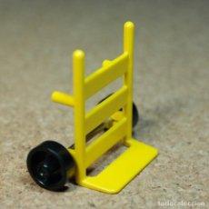 Playmobil: PLAYMOBIL CARRETILLA DE MANO AMARILLA, PRIMERA ÉPOCA TRABAJADOR BARRENDERO TREN EQUIPAJE. Lote 195059326