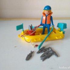 Playmobil: FAMOBIL PESCADOR CON LANCHA REF. 3574. AÑOS 70. PLAYMOBIL. Lote 195070492