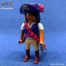 Playmobil: PLAYMOBIL - MUJER PIRATA - BUCANERA +ESPADA + PORTA ARMA ROSA + SOMBREO PIRATA CON PLUMA . Lote 195079380