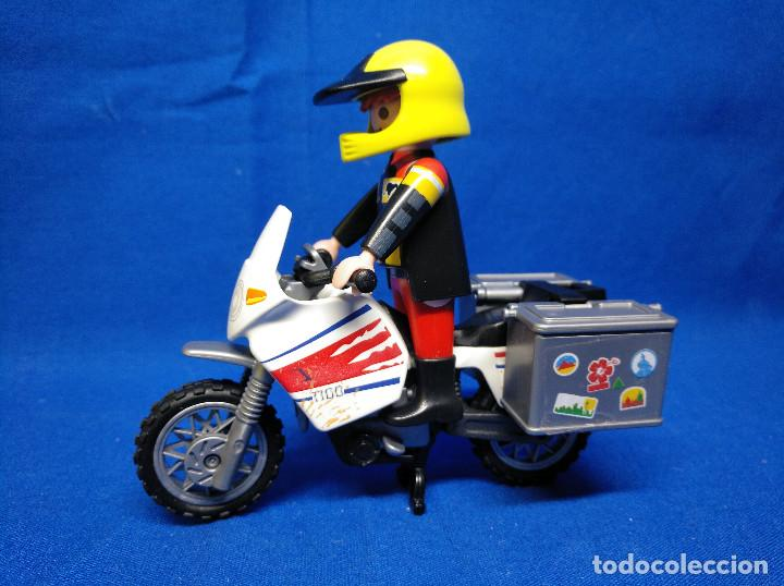 PLAYMOBIL MOTORISTA CON MOTO REF 5438 (Juguetes - Playmobil)