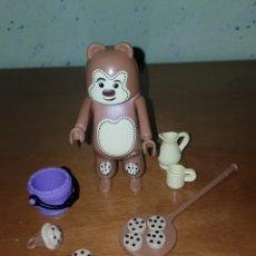 Playmobil: FIGURA PLAYMOBIL CHICO DISFRAZ OSO GALLETAS MAGDALENA Y ACCESORIOS NUEVO. Lote 195246697