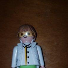 Playmobil: FIGURA PLAYMOBIL CHICO CIENTÍFICO MÉDICO DOCTOR. Lote 195246756