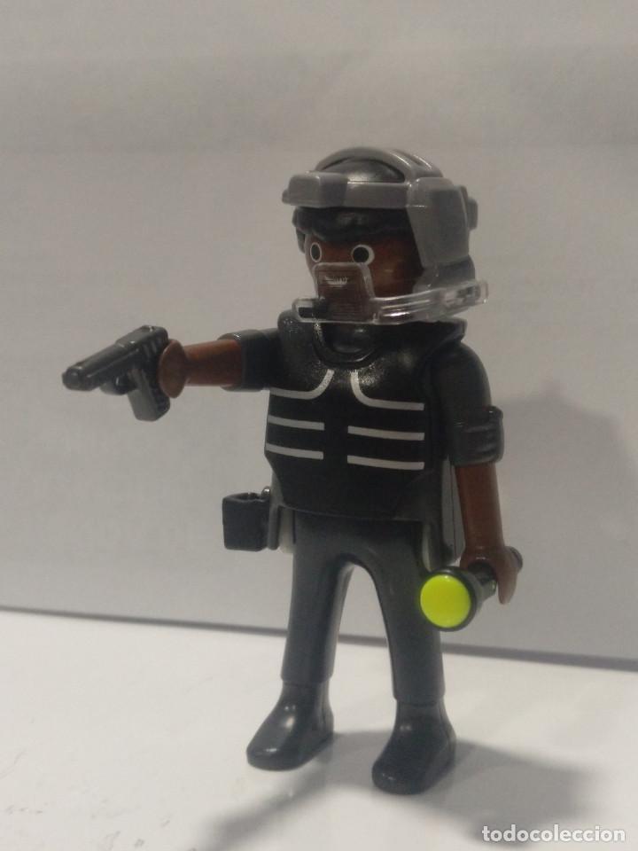 PLAYMOBIL POLICIA NEGRO CON PISTOLA - 25/5/20 (Juguetes - Playmobil)