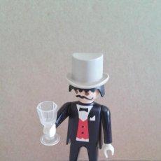 Playmobil: CABALLERO VICTORIANO CHISTERA BRINDANDO COPA CRISTAL TRAJE. Lote 210792925