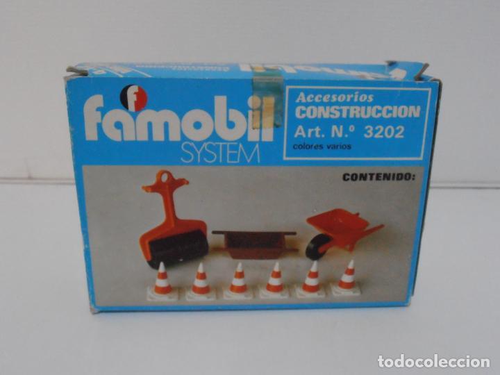 Playmobil: ACCESORIOS DE CONSTRUCCION, FAMOBIL, REF 3202, CAJA ORIGINAL, NUEVO A ESTRENAR - Foto 2 - 215711341