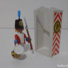 Playmobil: SOLDADO INGLES GARITA, REF. 3544, FAMOBIL, COMPLETO SIN CAJA. Lote 215817466