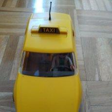 Playmobil: TAXI PLAYMOBIL 1997. GEOBRA. TAXISTA CON 2 TENISTAS ( 3 PLAYMOBIL EN TOTAL) VER FOTOS ADICIONALES. Lote 217616045
