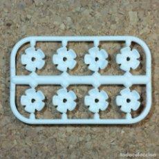Playmobil: PLAYMOBIL 8 FLORES BLANCAS, PLANTAS PIEZAS MEDIEVAL BODA NOVIA MANSIÓN VICTORIANA 5300. Lote 218649812
