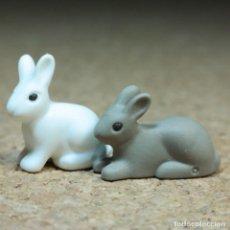 Playmobil: PLAYMOBIL CONEJOS BLANCO Y GRIS, ANIMALES BOSQUE. Lote 218652155