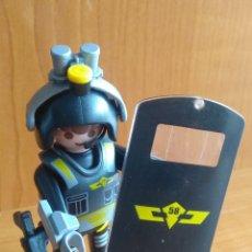Playmobil: PLAYMOBIL AGENTE SEGURIDAD. Lote 222232053