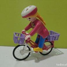 Playmobil: PLAYMOBIL FIGURA MUJER EN BICICLETA CITY.... Lote 222307155