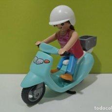 Playmobil: PLAYMOBIL FIGURA MUJER-MOTORISTA EN MOTO VESPA CITY.... Lote 229147870