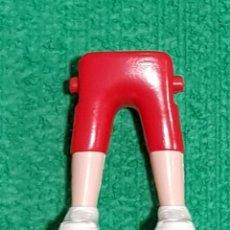 Playmobil: PLAYMOBIL PIERNAS PANTALÓN CORTO ROJO PLAYERAS DEPORTIVAS BLANCAS CIUDAD ROMANOS VIKINGOS MEDIEVAL. Lote 258310905