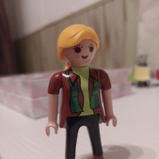 Playmobil: FIGURA CHICA CIUDAD, CITY, MADRE, FAMILIA. Lote 234997010