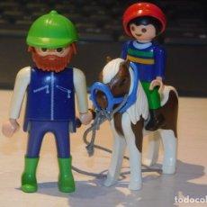 Playmobil: PLAYMOBIL *NIÑO EN PONY CON TRABAJADOR DE ESTABLOS* CASA VICTORIANA, MANSIÓN ... 2 FOTOS. Lote 237187490