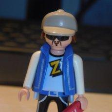 Playmobil: PLAYMOBIL *CHICO CON LLAVE DE HABITACIÓN DE HOTEL* TURISMO, HOTEL, VACACIONES .... Lote 237192490