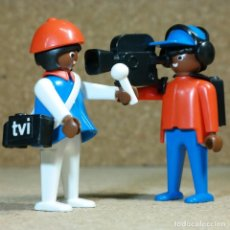 Playmobil: PLAYMOBIL PAREJA DE REPORTEROS DE TELEVISIÓN, TV CAMARÓGRAFO CÁMARA. Lote 241142060