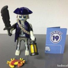 Playmobil: PLAYMOBIL SERIE 19 AZUL SOBRE SORPRESA PIRATA FANTASMA ZOMBIE. Lote 242205505