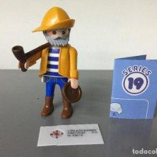 Playmobil: PLAYMOBIL SERIE 19 AZUL SOBRE SORPRESA MARINERO PESCADOR. Lote 242280600