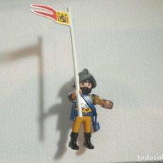 Playmobil: PLAYMOBIL FIGURA SOLDADO MEDIEVAL CON CASCO Y BANDERA ,GEOBRA. Lote 243060385