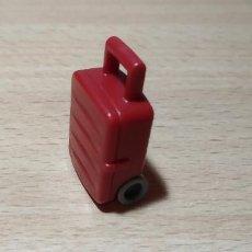 Playmobil: PLAYMOBIL MALETA ROJA CON RUEDAS VIAJES AEROPUERTO CIUDAD. Lote 243868395