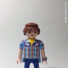 Playmobil: PLAYMOBIL FIGURA HOMBRE GAFAS Y RELOJ CAMISA CUADROS CASA VARIOS PIEZAS. Lote 244202540
