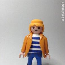 Playmobil: PLAYMOBIL FIGURA HOMBRE CAMISETA DE RAYAS CASA CIUDAD VARIOS PIEZAS. Lote 244204190