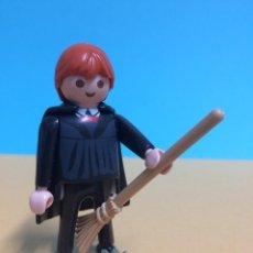 Playmobil: PLAYMOBIL #11 CUSTOM HARRY POTTER FIGURA RON WEASLEY CON ESCOBA QUIDDITCH. Lote 245278150