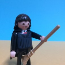 Playmobil: PLAYMOBIL #12 CUSTOM HARRY POTTER FIGURA HERMIONE GRANGER CON ESCOBA QUIDDITCH. Lote 245278630