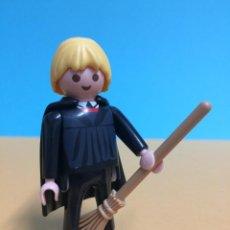 Playmobil: PLAYMOBIL #13 CUSTOM HARRY POTTER FIGURA DRACO MALFOY CON ESCOBA QUIDDITCH. Lote 245279010