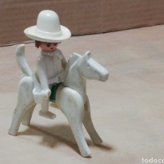 Playmobil: VAQUERO CON CABALLO BLANCO ANTIGUO SIN FECHA SE LE MUEVE EL RABO AL CABALLO MUY DIFÍCIL LOTE 775. Lote 248784960