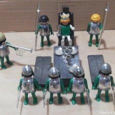 Playmobil: LOTE MEDIEVAL MESA CUBIERTOS PLATEADO TRONO GUERRERO ARMADURAS ARMAS REY. Lote 248835820