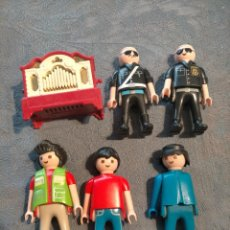 Playmobil: PACK DE MUÑECOS DE PLAYMOBIL, DOS POLICIAS, DEPENDIENTE, PEATONES, CAJA MUSICAL. Lote 260772020
