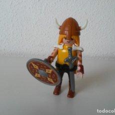 Playmobil: VIKINGO CON ESCUDO Y ESPADA FIGURA DE PLAYMOBIL. Lote 273900758