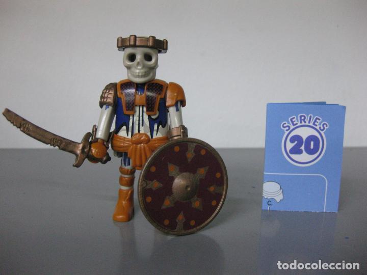 PLAYMOBIL ESQUELETO GUERRERO SERIE 20 AZUL SOBRE SORPRESA NUEVO (Juguetes - Playmobil)