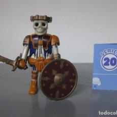 Playmobil: PLAYMOBIL ESQUELETO GUERRERO SERIE 20 AZUL SOBRE SORPRESA NUEVO. Lote 278347908