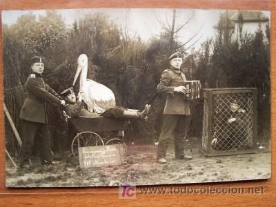 POSTAL GRUPO MILITAR EN UNA ESCENA CIRCULADA Y CON SELLO (Postales - Postales Temáticas - I Guerra Mundial)