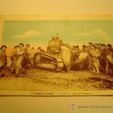 Postales: INTERESANTE POSTAL LE CAMP DU LARZAC-FRANCIA.- LE TANK AU MILLEU DES FANTASSINS.. Lote 17730718