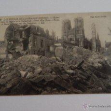 Postales: LES RUINES DE LA GRANDE GUERRE: REIMS, UN COIN DES RUINES ET LA CATHÉDRALE. Lote 48556620