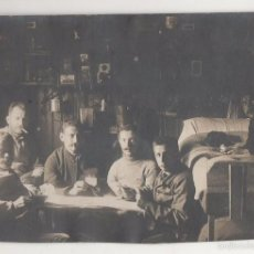 Postales: POSTAL FOTOGRÁFICA PRISIONEROS BELGAS CAMPO DE MUNSTERLAGER. 1915. CON SELLO AL REVERSO. Lote 55887436
